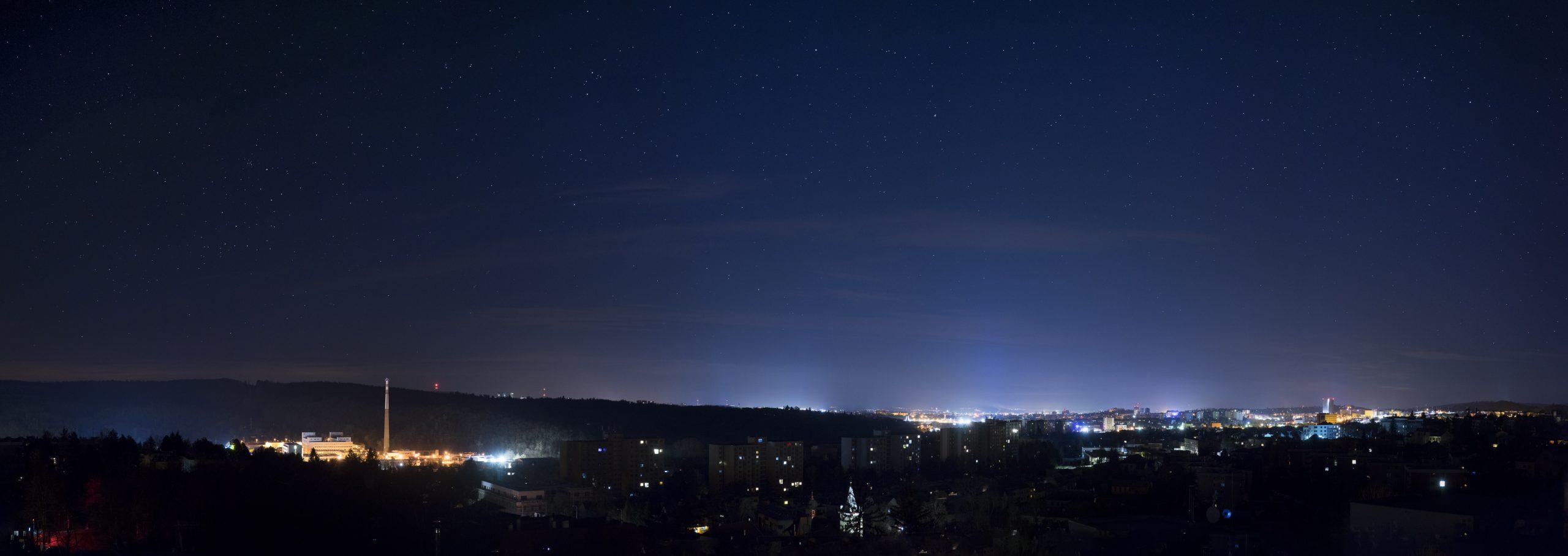Panorama nočního Brna bez poulišního osvětlení